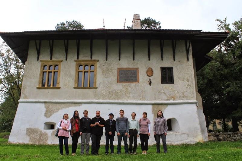 Csapatunk a dél-erdélyi Marosillyén, a Veres-bástyával (ahol Bethlen Gábor született)