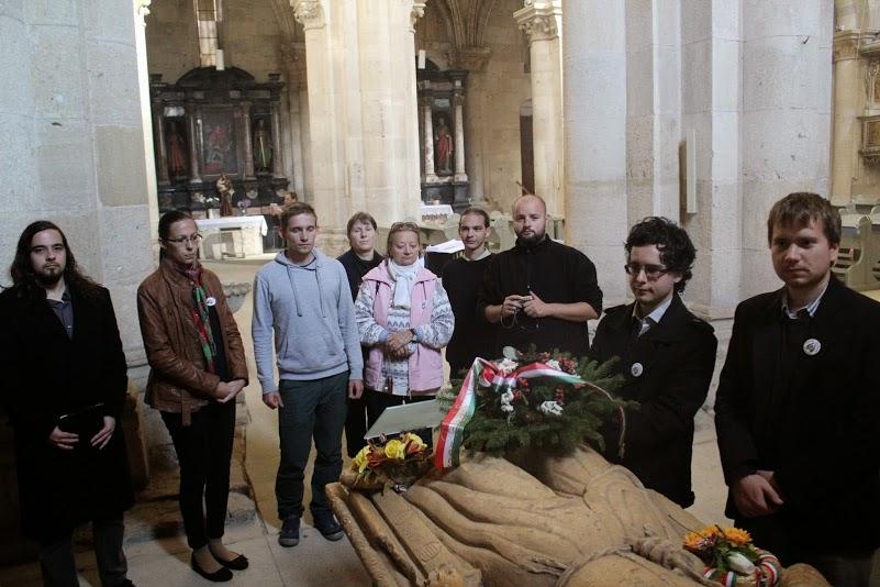 Koszorúzás Hunyadi János sírhelyénél, Gyulafehérváron