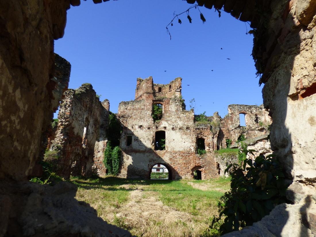 Így pusztul Aranyosmeggyes várkastélya…