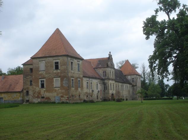 Batthyány-kastély Battyánfalván – Épült a 17. században, mai alakját a 18. században nyerte