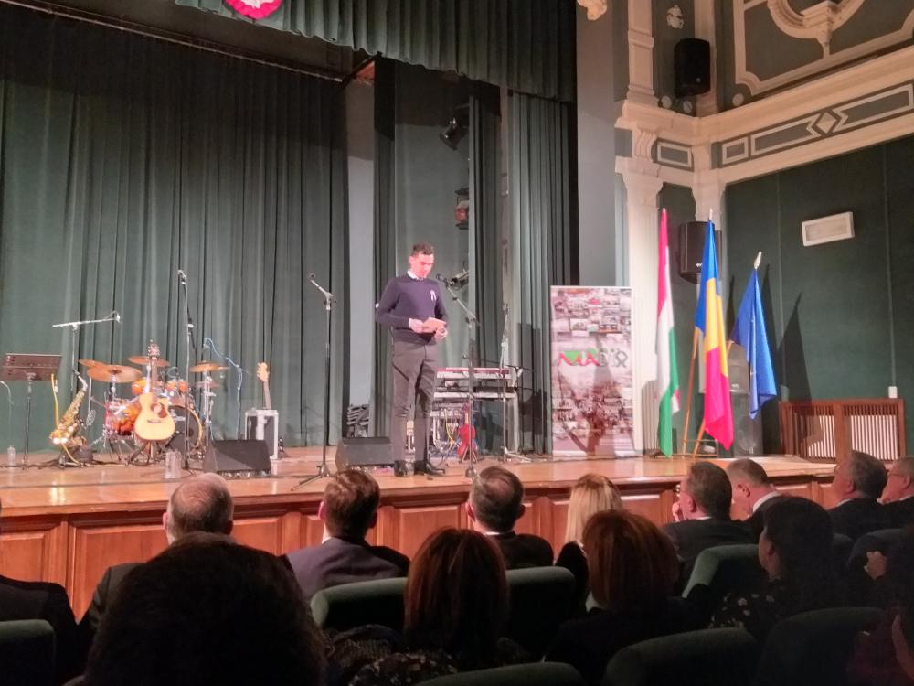 Orosz Bence köszönti a beszterceieket a Patrióták nevében