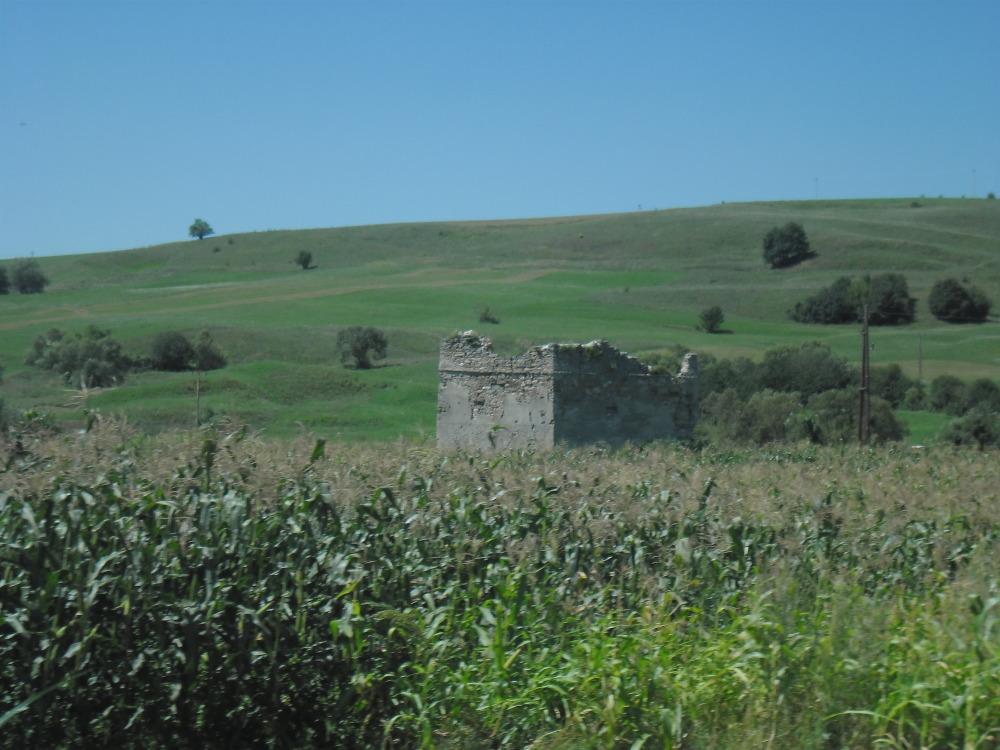 Ez a torony maradt Apáca várából