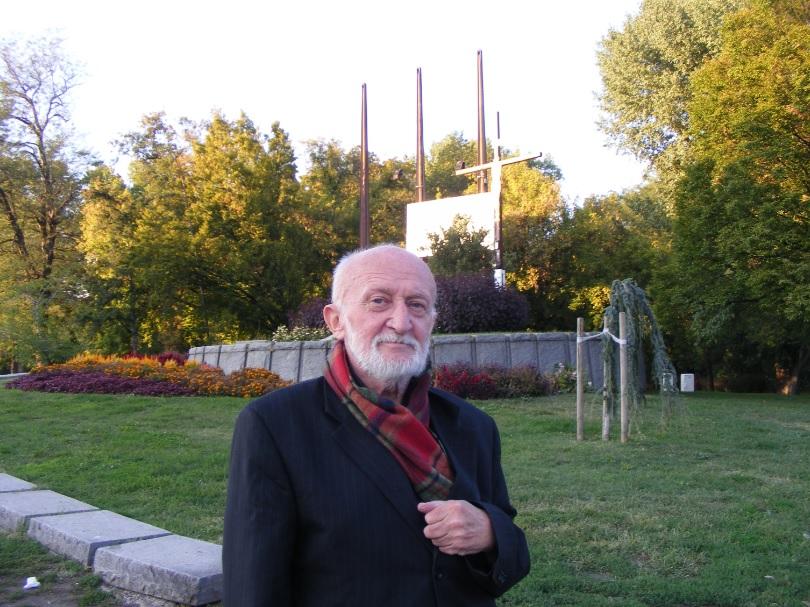 Csete György a Regnum Marianum-keresztnél (2011)