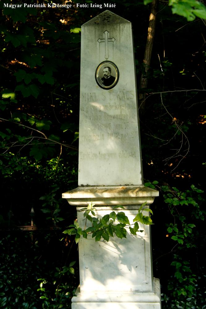 Miklós Lukács (1846-1912) gyergyóbékási római katolikus egyházi főgondnok sírköve Almásmezőn