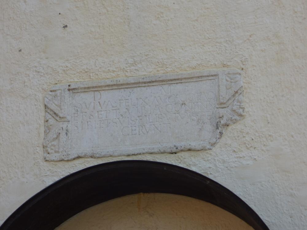 Aba Sámuel feldúlt koporsóját befalazták az új templom tornyába, a bejárat fölé