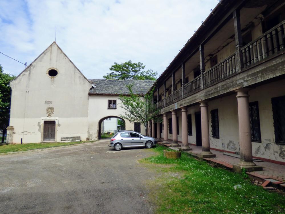 A Khuen-kastély Berzétemonostoron