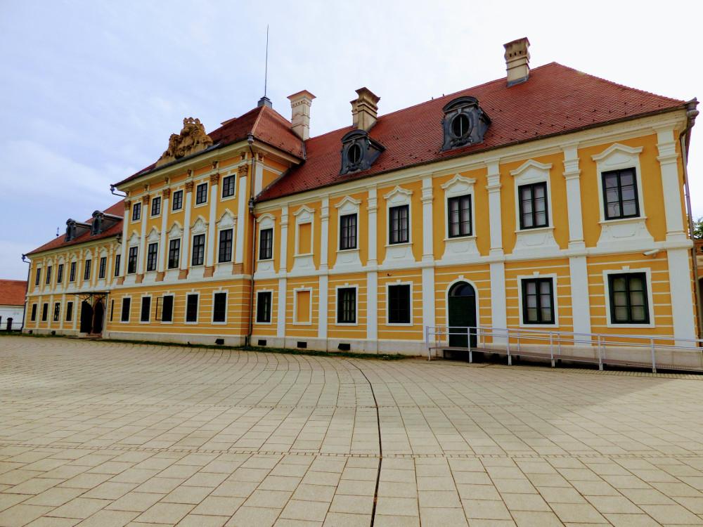 Az Eltz-kastély Valkóváron