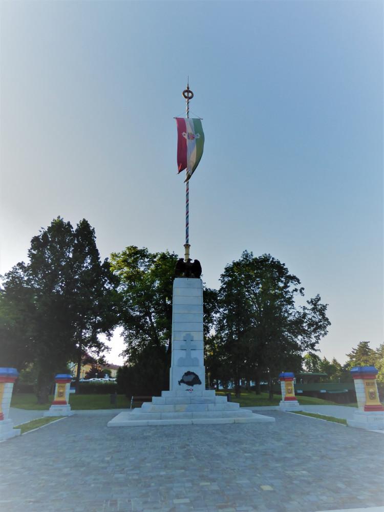 Trianon-emlékmű Egerben