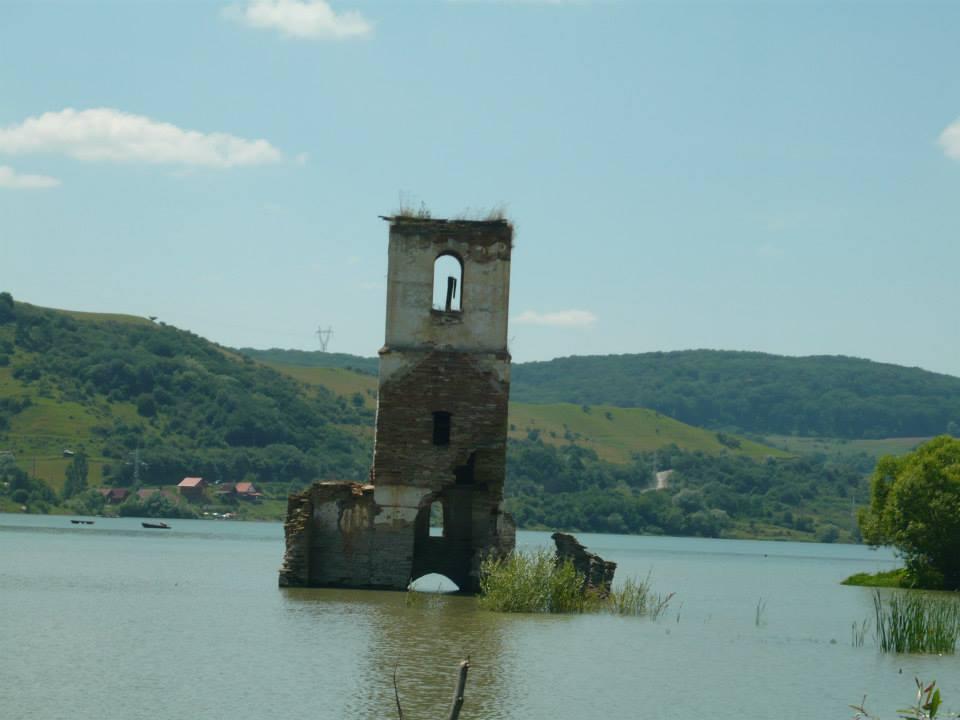 A templomtorony, amikor még állt (Fotó: Máté Zsuzsa, facebook)