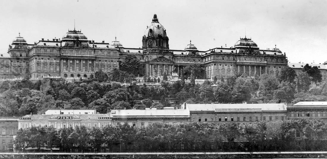A Királyi Palota látképe a háború előtt
