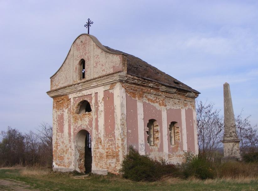 A pusztuló Eötvös-emlékkápolna Ercsi határában (Fejér megye)