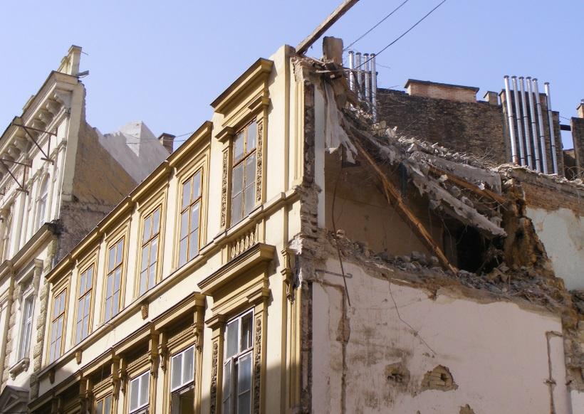 A budapesti Erkel utca 18. bontása