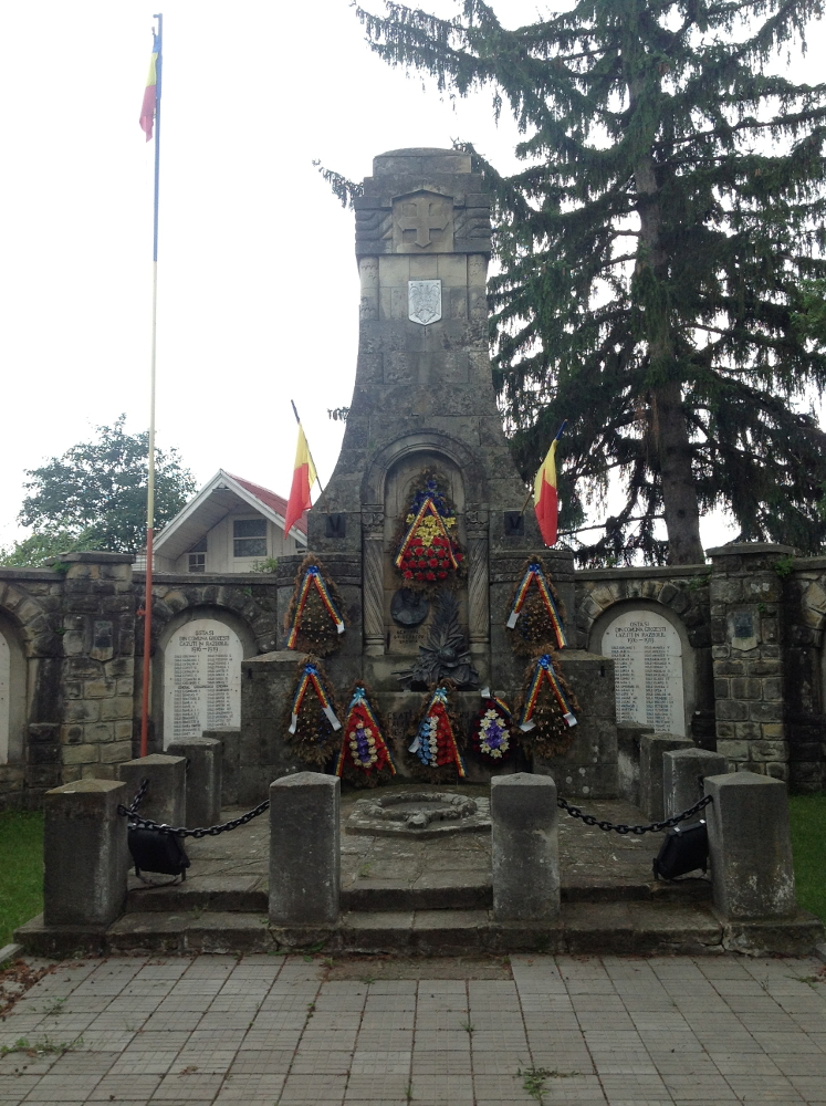 Román hősi emlékmű Oituzban