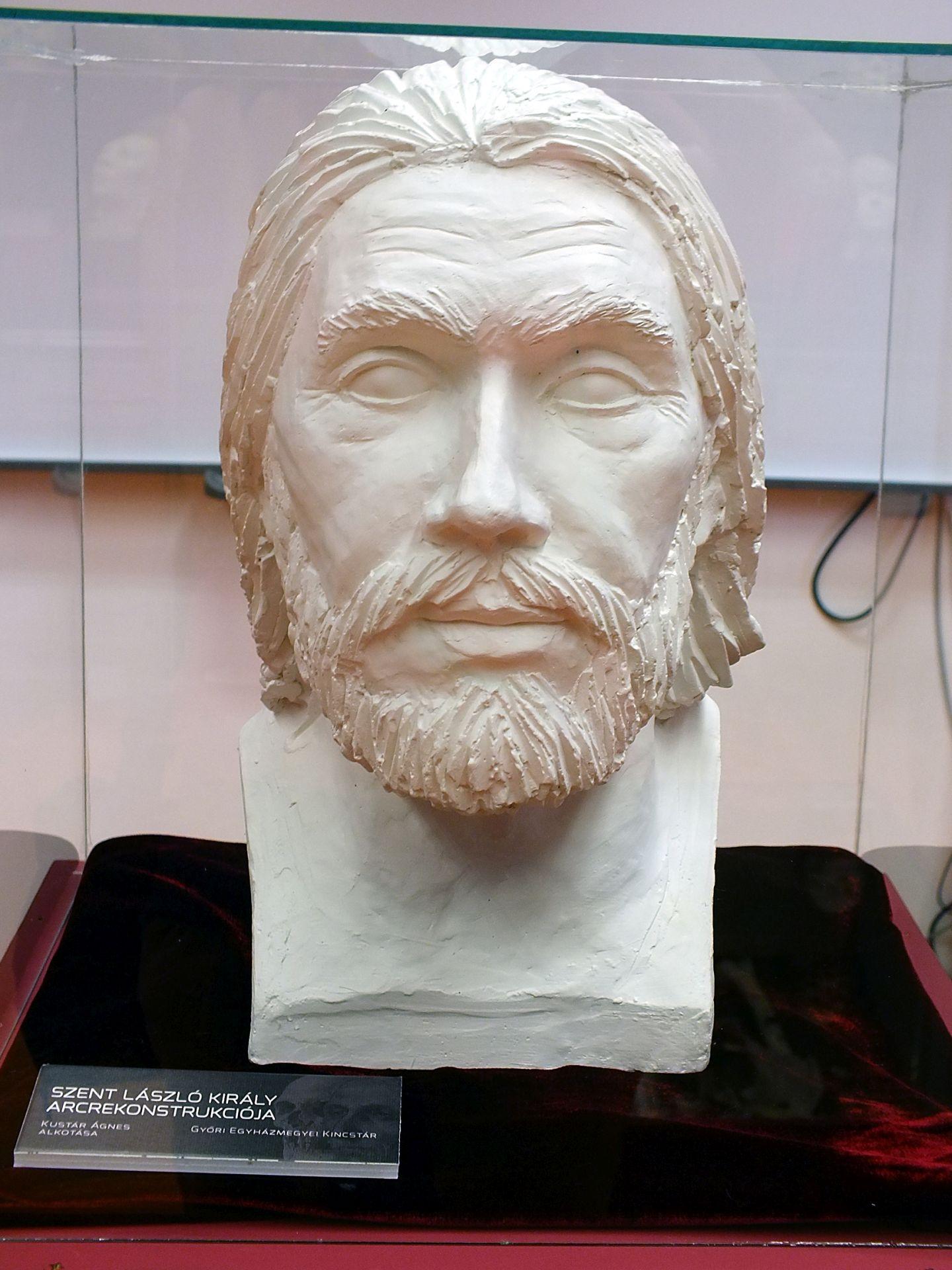 Szent László király arcrekonstrukciója a hermában lévő koponya alapján (Forrás: gocsejimuzeum.hu)